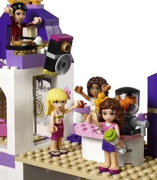 LEGO Friends Heartlake Hotel - 41101 - rooftop party