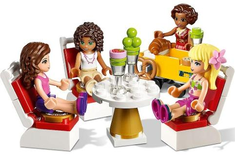 LEGO Friends Heartlake Grand Hotel - 41101 - rooftop table